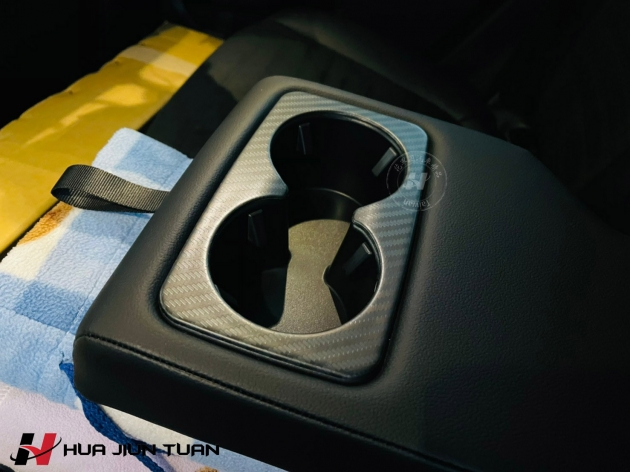 KUGA 黑木紋按鍵飾板+排檔貼片+水杯框蓋 5